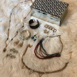 Mirrored jewelry box& 17pc jewelry